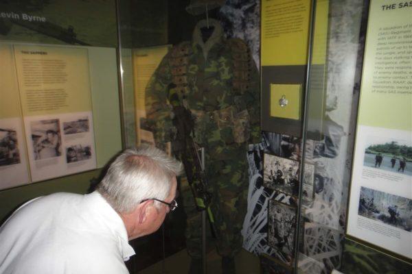 Arch examines SAS kit